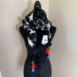 NWT Steve Madden blanket scarf